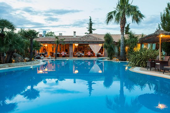 Transfer Achtis Luxury Hotel Suites