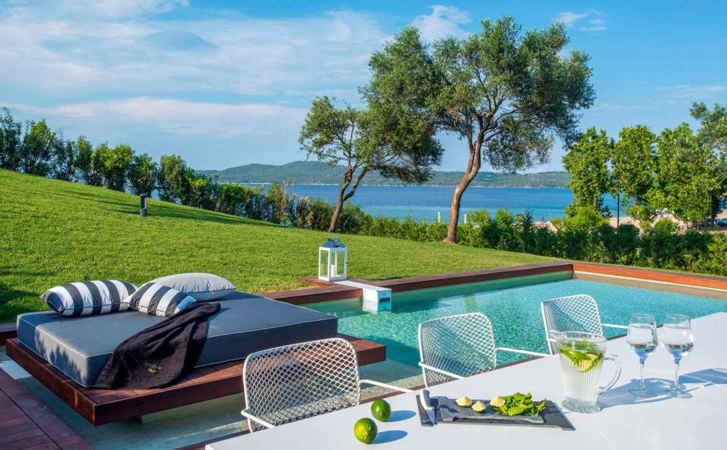 Transfer Avaton Luxury Villas Resort - Relais & Chateaux